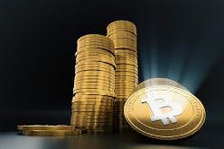 stapel gouden bitcoin munten